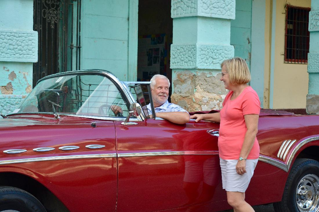 Rick and Sheryl in Centro Habana (photographed by Yosel Vazquez)