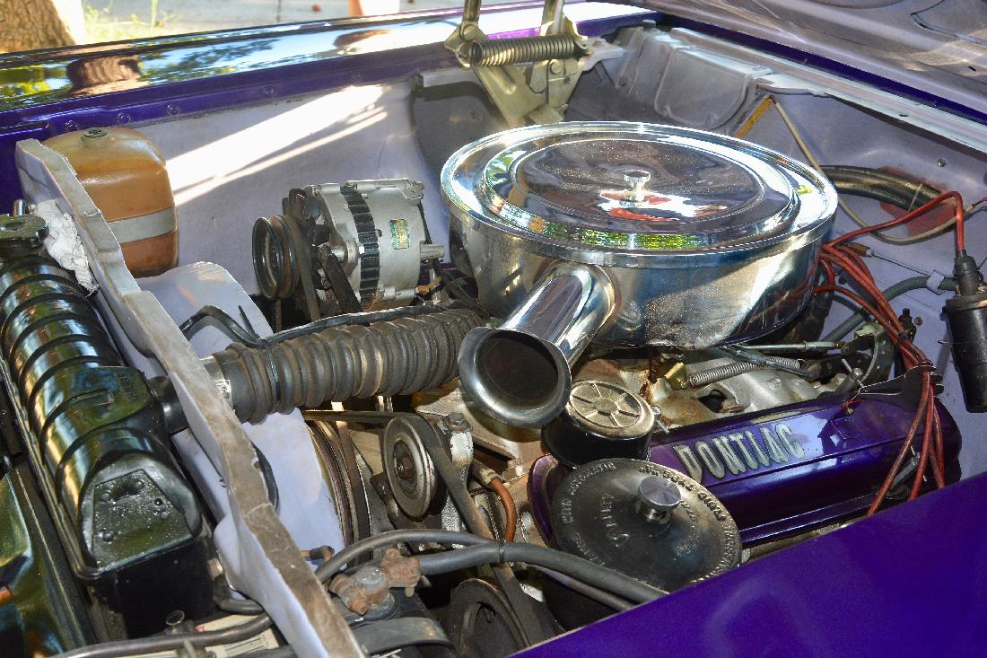 Well Kept Engine of Pontiac Chieftain (photographed by Yosel Vazquez)