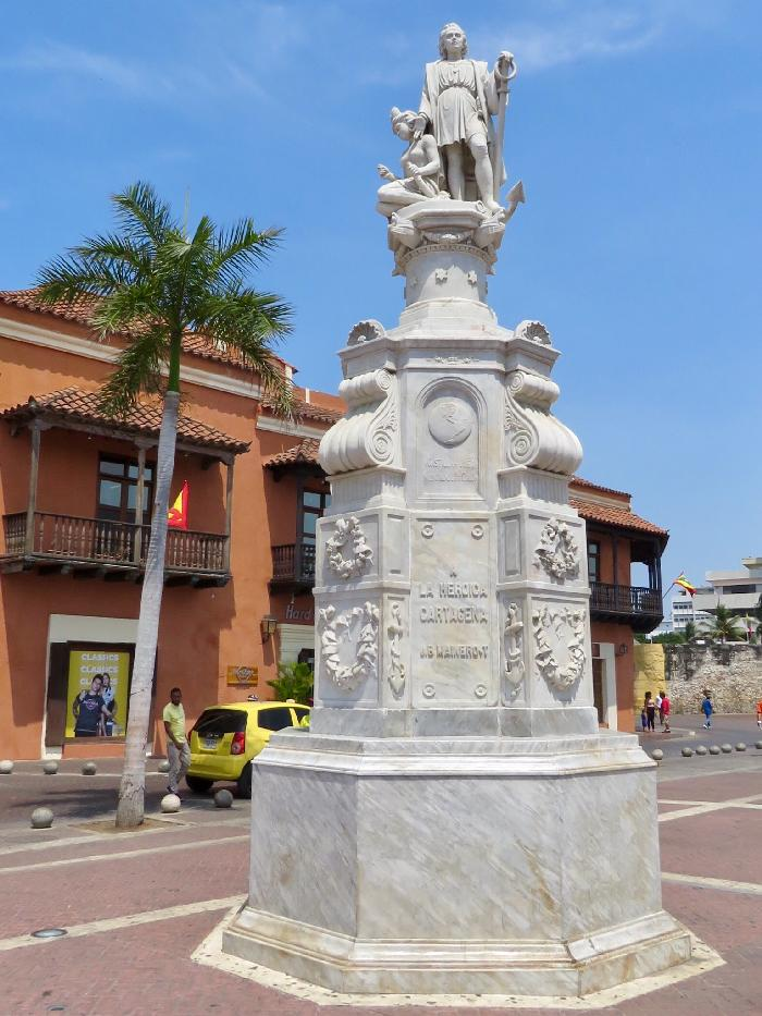 Statue of Christopher Columbus in Plaza de la Aduana