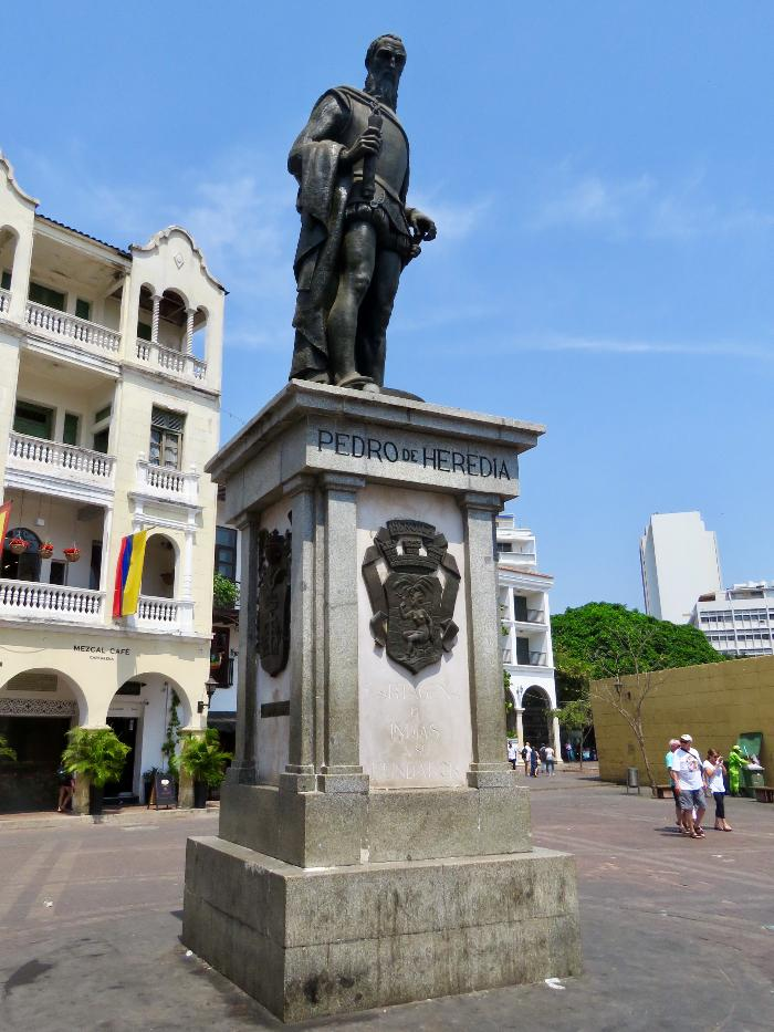 Statue of Pedro de Heredia in Plaza de los Coches